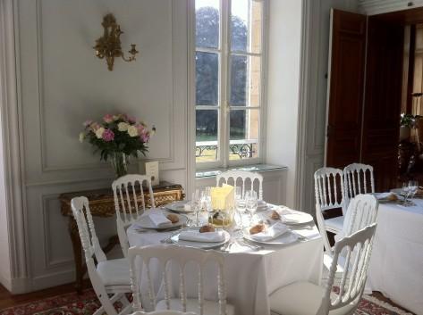Château de Kergurione : Réception dans le grand salon avec vue sur le parc